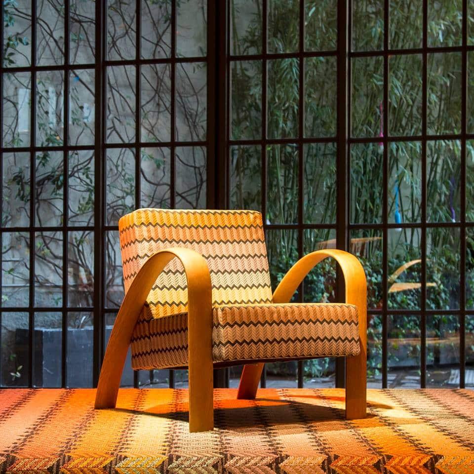 mobiliario con terciopelo