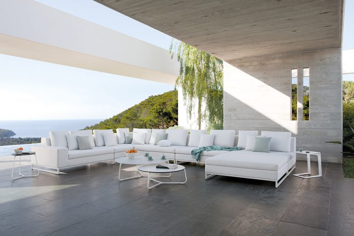 Terrace with outdoor furniture: proyect 5