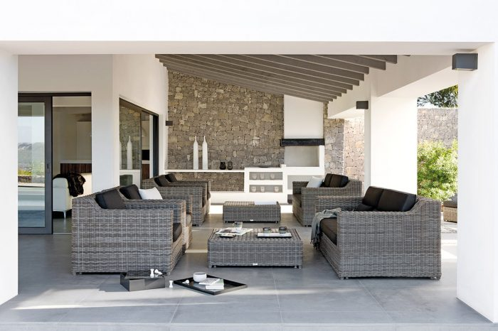 Terrace with outdoor furniture: proyect 6